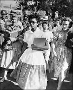 Who looks like the real danger here, Elizabeth Eckford or the angry white girls?
